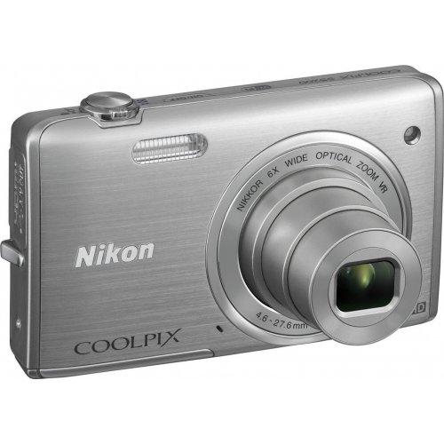 Фото Цифровые фотоаппараты Nikon Coolpix S5200 Silver